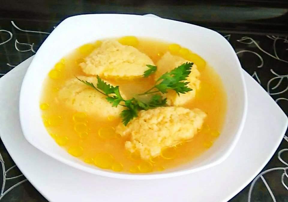 Supa cu galuste pufoase de gris