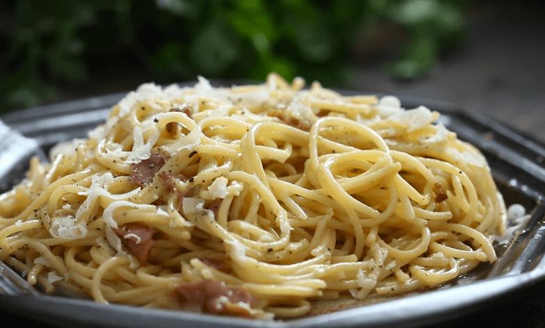 Paste carbonara cu branza si bacon (reteta video)