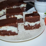 Prajitura cu cocos, blat de cacao si glazura