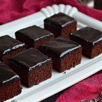Negresa pufoasa cu glazura de ciocolata