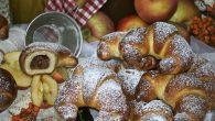 cornuri umplute cu mere