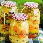 Ardei grasi marinati cu morcov si usturoi, pentru iarna